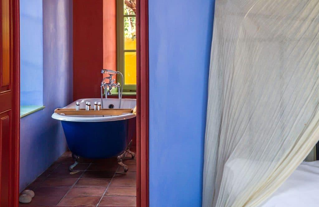 blue-suite-bath