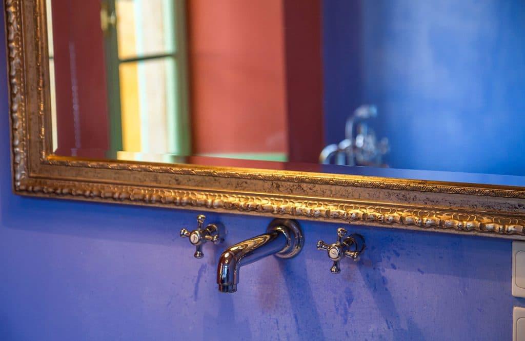 μπλε σουίτα μπάνιο