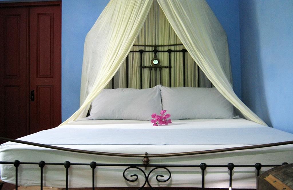 blue-suite-bed